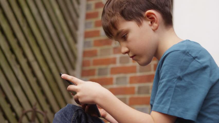 انتشار ۷ اپلیکیشن ایرانی و ۲۸ نرم افزار خارجی برای کنترل کودکان