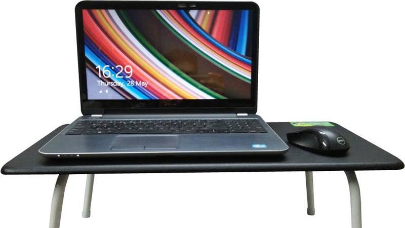 قرار دادن لپ تاپ روی سطح صاف و محکم
